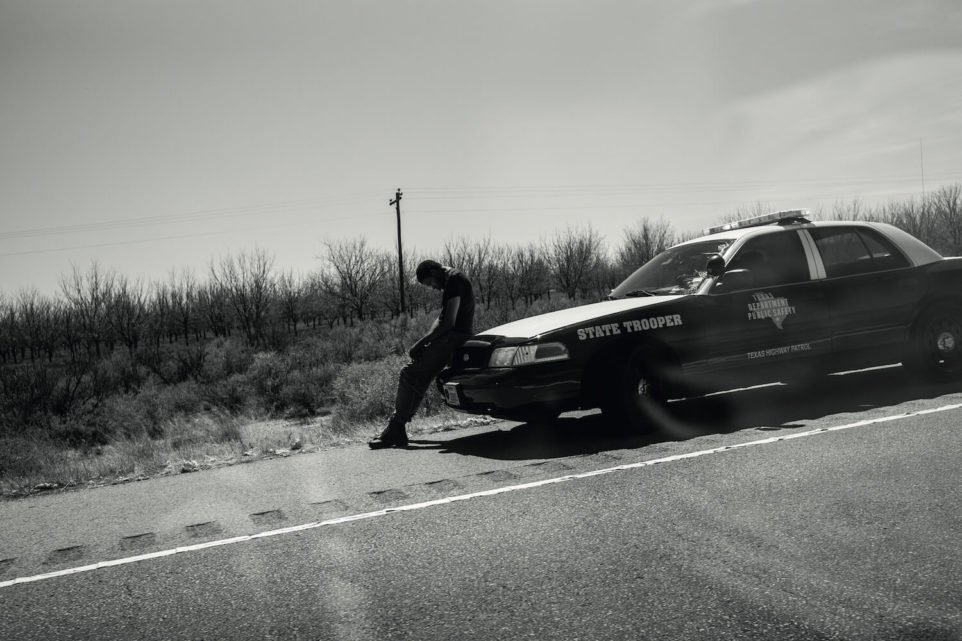 policja-pismo-usa-amerykanski-sen-teksas-pustynia-droga-zdjecie