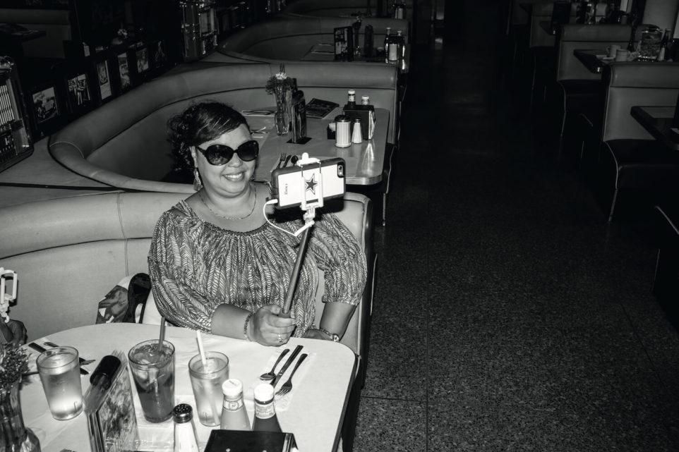 slefiestick-selfie-pismo-restauracja-bar-wakacje-usa-alkohol-ameryka-zdjecie
