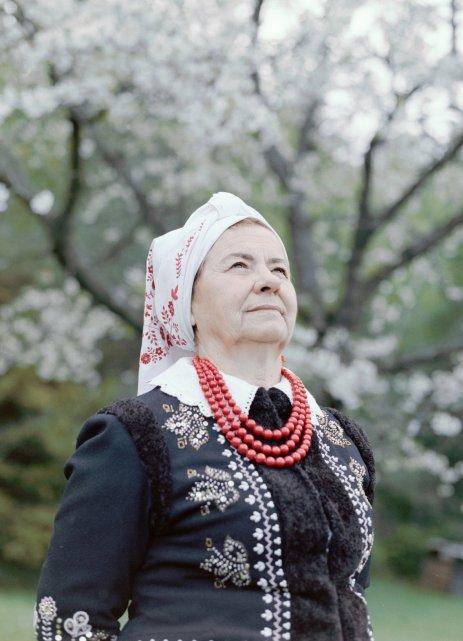 krok-za-natura-wies-polska-zmiana-klimatu-kobieta-ludowosc-maciej-moskwa-zofia-skwarlo-portret