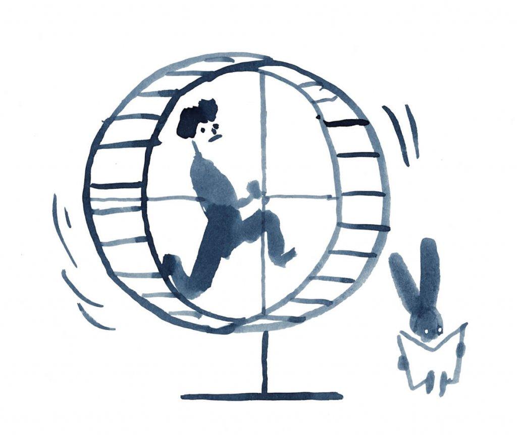 człowiek biega na kołowrotku a królik czyta gazetę.