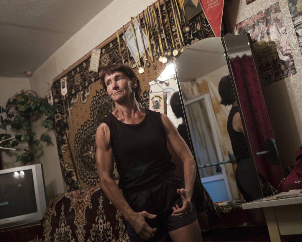 Zdjęcie umięśnionej kobiety ze Wschodu.