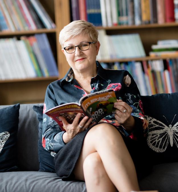 Portret dyrektorki szkoły, Ewy Radanowicz.
